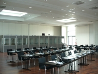 Auf Veranstaltungen und Konferenzen mit vielen Teilenehmern unterschiedlicher Sprachen ist der Einsatz von Dolmetschtechnik notwendig